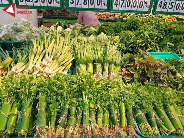 rau củ quả bọc lá chuối trong siêu thị