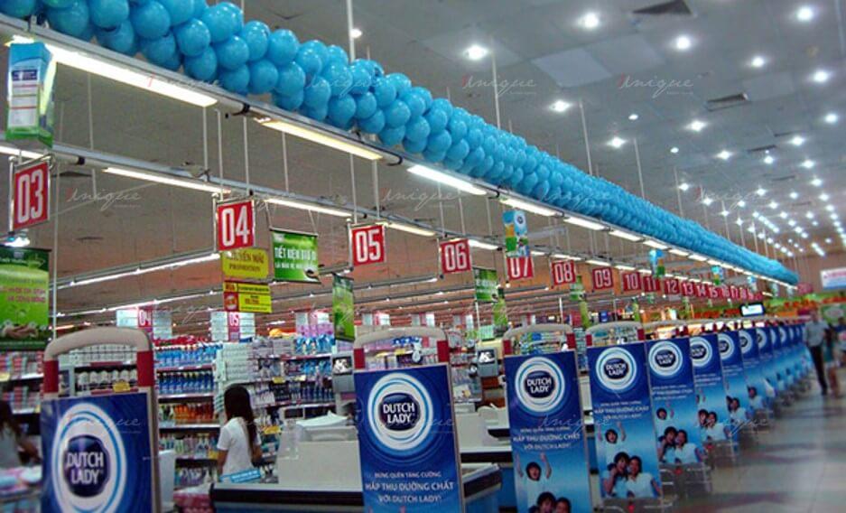 quảng cáo tại cổng từ siêu thị