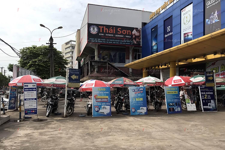 quảng cáo tại bãi đỗ xe siêu thị